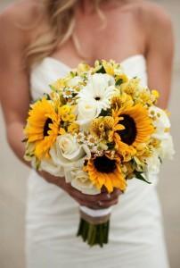 Budget wedding tips flowers