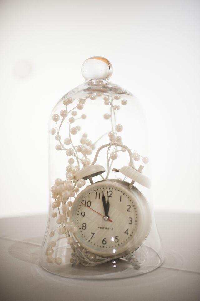 Winter wedding tips clock